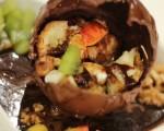 كرة الشوكولاتة مع صلصة الكراميل