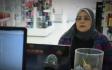 شاهد: ردة فعل زبائن صيدلية بعد رؤيتهم امرأة تبكي لعدم قدرتها على شراء دواء