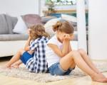 طُّرق تساعدك على فض الشَّجار بين أبنائك