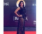 رانيا يوسف تكشف في تأثر عن خطأ في تصميم فستانها الجريء أدى لهذه الأزمة